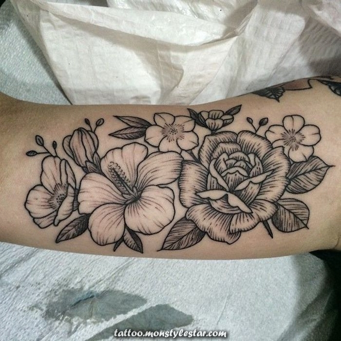 ▷ 1001 Tattoo ideas with flowers and information about their meaning - Helga